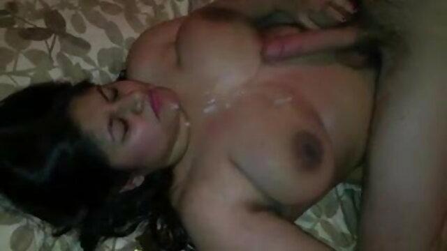 युवा नर्स द्वारा खराब सेक्सी मूवी देखने की किए गए पुराने ब्रिट दोस्त