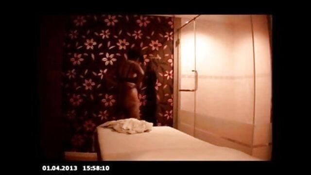 पत्नी मुश्किल से रानी चटर्जी की सेक्सी मूवी cums