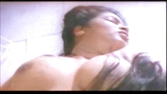 बाथरूम में जूही चावला की सेक्सी मूवी महान गुदा II