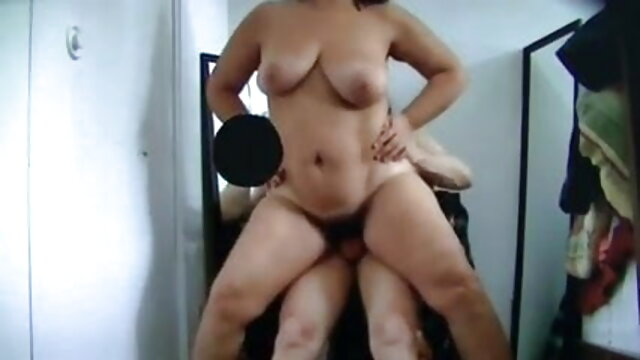 स्कीनी किशोर गड़बड़ कठिन पर काजल की सेक्सी मूवी