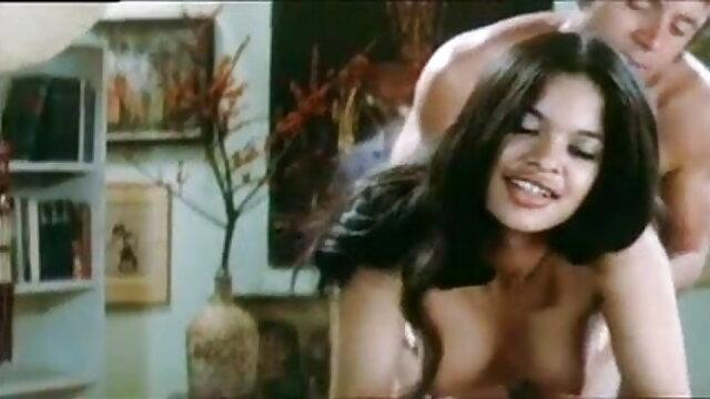 महान प्राकृतिक जूही चावला की सेक्सी मूवी स्तन के साथ चॉकलेट देवी, खेलता है