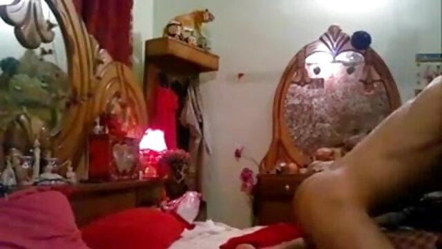 सिमोन डेलिलाह बहुत ही रानी की सेक्सी मूवी बालों वाली बिल्ली का हस्तमैथुन करता है।