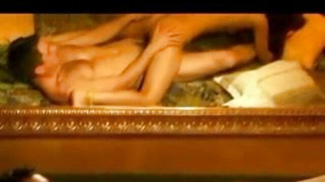 एशियाई एमआईएलए बिस्तर पर गड़बड़ कर जूही चावला की सेक्सी मूवी दिया