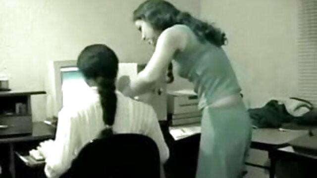 ट्रिना उसके सह के साथ सह प्रियंका चोपड़ा की सेक्सी मूवी हो जाता है