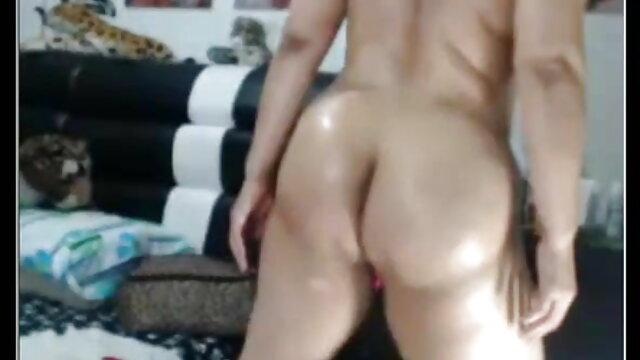 दो लड़कियां स्ट्रिप पेपर, रॉक, कैंची खेलती कैटरीना कैफ की बीएफ सेक्सी मूवी हैं