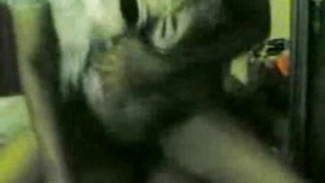 एशियाई आम्रपाली की सेक्सी मूवी आक्रमण