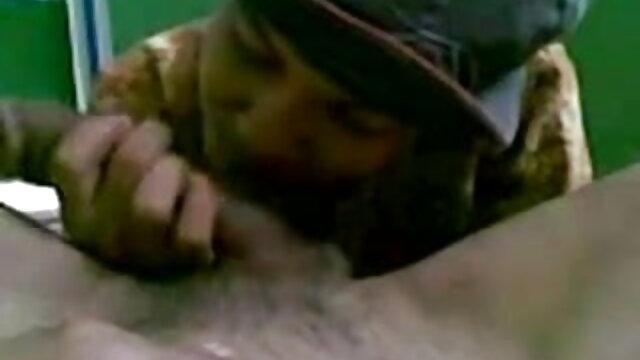 फिशनेट में यूरिका गोटू ने अपने प्रेमी से पहले जूही चावला की सेक्सी मूवी अपने पैर चौड़े कर दिए