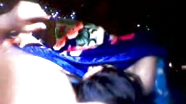 गर्म युवा लड़की डिल्डो की सवारी करता है - राखी सावंत की सेक्सी मूवी पीओवी वेब कैमरा