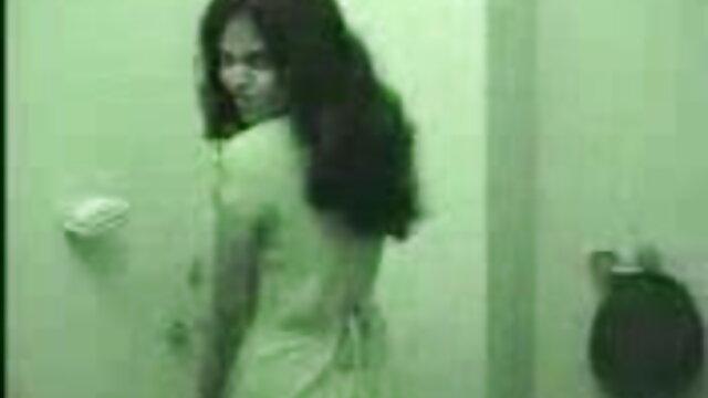 किसी न किसी महिला स्ट्रैपआन बुत समूह खूंटी राखी सावंत की सेक्सी मूवी दोस्त